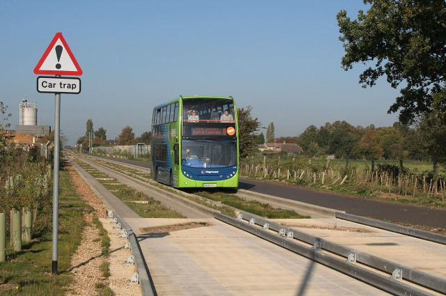 Bus_on_the_Cambridgeshire_Guided_Busway,_in_Longstanton,_Cambridgeshire,_England