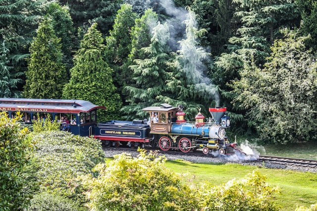 1024px-Disneyland_Railroad_G_Washington